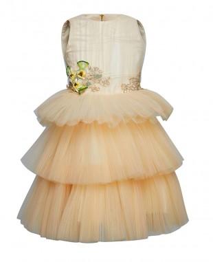 淡黄色花朵钉珠多层薄纱连衣裙